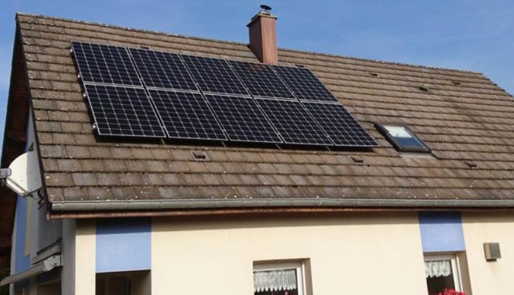 Location de toiture solaire 🥇 Comment gagner de l'argent avec ? Résolu